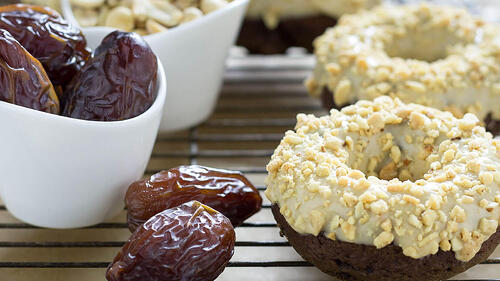Vegan-Peanut-Butter-Chocolate-Doughnut